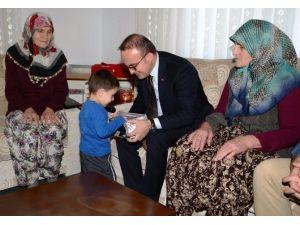 Turan, Şehit Ailesini Ziyaret Etti