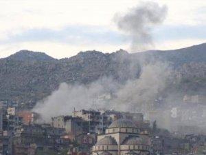 Şırnak'ta PKK'lıların Karargah Olarak Kullandıkları Binalar Ateş Altında