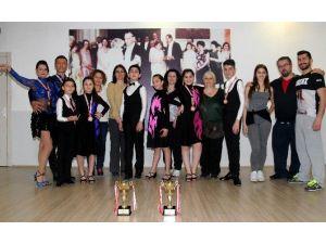Çankaya Belediyesi Eşli Danslar Topluluğu Dansa Gönül Vermiş İnsanları Buluşturuyor