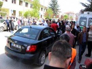 Polis ile Cenaze Sahiplerinin Yol Verme Tartışmasında Silah Çekildi