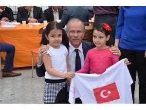 Anaokulu Öğrencileri Tişörtlerine Türk Bayrağını Boyadı