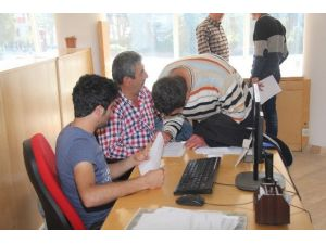 Burhaniye Belediyesi Hibeler İçin Çiftçilere Yardımcı Oluyor