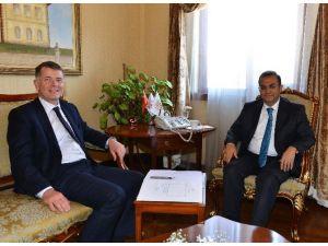 İngiltere'nin Türkiye Büyükelçisi'nden Vali Türker'e Ziyaret