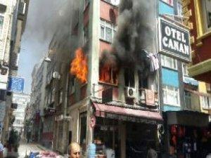 Yabancı Uyrukluların Kaldığı Bina Alev Alev Yandı