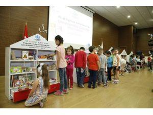 Ana Sınıflarına Oyuncaklardan Kütüphane