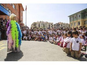 Maltepe Sokaklarında 23 Nisan Coşkusu