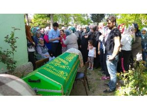 Annesi Maganda Kurşunuyla Ölen Genç Kızın Feryatları Yürekleri Dağladı