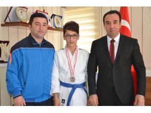 Karabük'ten Başarıyla Dönen Judocuya İl Müdürü Yıldız'dan Tebrik