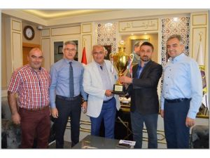 Şampiyonluk Kupasıyla Başkan Mustafa Güler'i Ziyaret Ettiler