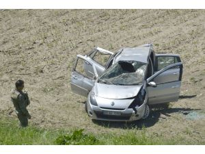 Batman'da otomobil şarampole yuvarlandı: 4 yaralı