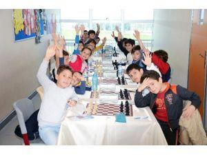 OMÜ Vakfı Koleji'nde 23 Nisan Satranç Turnuvası
