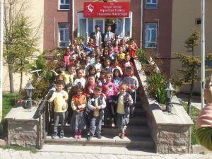 Yozgat Milli Eğitim Vakfı İlkokulu 1.sınıf Öğrencilerinden Huzurevi'ne Ziyaret