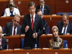 Davutoğlu, Avrupalıları Yüzlerine Baka Baka Eleştirdi