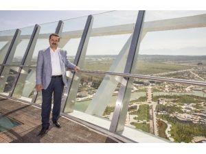 EXPO Kulesi'ne İlk Çıkan Bakan Çelik Oldu