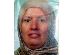 Minibüs Altında Kalan Kadın Hayatını Kaybetti