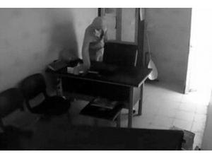 Korkulukları Kırıp Hırsızlık Yapan Zanlı Yakalandı