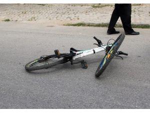 """Bisikletiyle Kaza Yapan Çocuk, """"Babama Bana Kızacak"""" Diye Gözyaşı Döktü"""