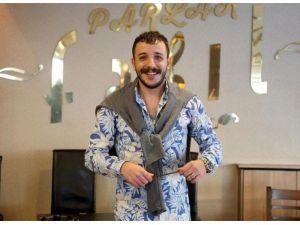 Efkarın Dibine Vuran Adam İzmir'de