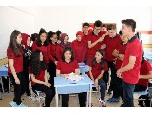 Mülteci Çocukları Yazdı Türkiye Birincisi Oldu