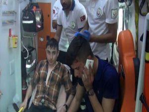 Gençlerin otomobil gezintisi TIR'ın altında bitti: 2 yaralı