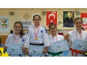 Yunusemreli Judocular Burdur'dan Madalyalarla Döndü