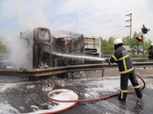 TEM'de Korkunç Kaza! İstanbul İstikameti Ulaşıma Kapandı