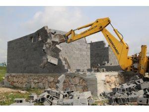 Sit Alanı Ve Hazine Arazisindeki Kaçak Yapılar Yıkıldı