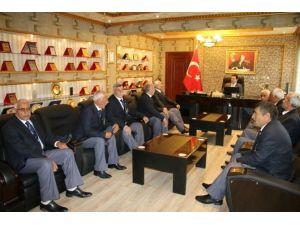 Kıbrıs Gazilerine Yeni Tören Kıyafeti Hediye Edildi