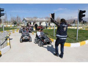 Büyükşehir Belediyesi'nden Öğrencilere Trafik Eğitimi