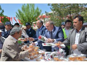 Sungurlu Belediyesi Lokma Ve Gül Dağıttı