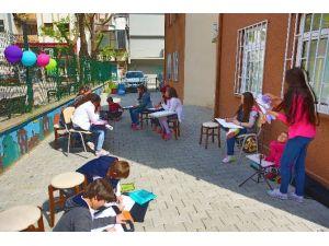 Bilgievi Öğrencileri Sanat Günü'nü Sokakta Kutladı