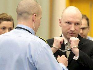 77 Kişinin Katili, Norveç'e Açtığı Tecrit Davasını Kazandı
