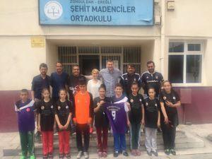 Öğrencilerin turnuva formaları Beşiktaş Taraftarları Derneği'nden