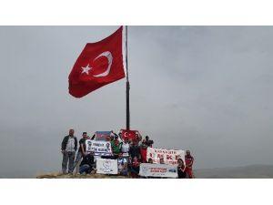 Dağcılar, Kale Tepe'de Şehitler Anısına Türk Bayrağı Dikti