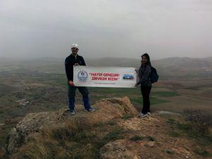 Dağcılar Kale Tepe'de şehitler adına Türk bayrağı dikti