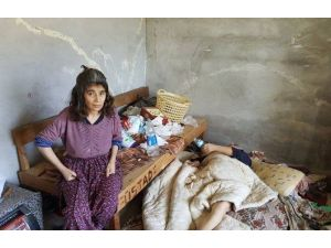 Virane Bir Evde Yaşayan Anne-kızın Dramı