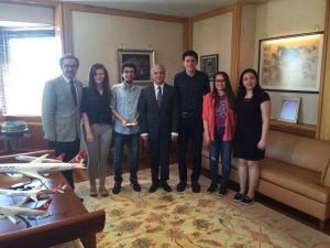 Rektör Gündoğan, Hukuk Fakültesi'nin Ödül Alan Öğrencileriyle Bir Araya Geldi