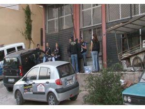 1 Mayıs'ta İzmir'de Olay Çıkarma İhtimali Olan Derneklere Baskın