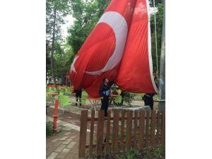 Dev Bayrak Yenilendi