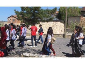 Öğrenciler Harput'ta Bahar Temizliği Yaptı