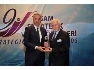 Tasam'dan Başkan Yanılmaz'a, Stratejik Vizyon Sahibi Siyasetçi Ödülü