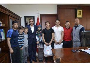 Güreş Ve Karate Takımı Sporcuları Alaplı Kaymakamı Altuğ Çağları Ziyaret Etti