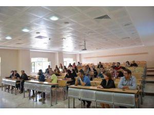 'Sağlıklı Yaşamayı Başarabilir Miyiz?' Adlı Konferans SAÜ'de Gerçekleştirildi