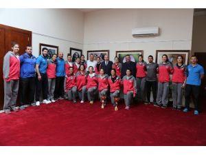 Adana ASKİ Spor'un Şampiyon Altyapısından Başkan Sözlü'ye Ziyaret