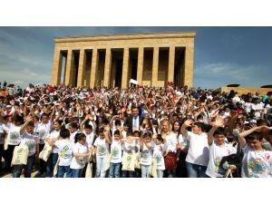 Alper Taşdelen, 23 Nisan Ulusal Egemenlik ve Çocuk Bayramı mesajı yayımladı