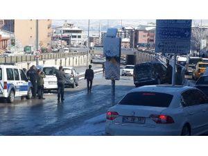 Kar Yağışı Beraberinde Kazaları Da Getirdi