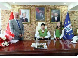 Başkan Kamil Saraçoğlu Koltuğunu Devretti
