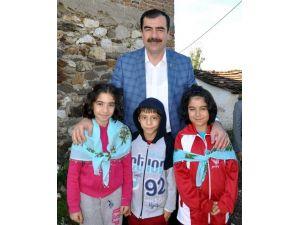 AK Parti'li Erdem, 23 Nisan Çocuk Bayramını Kutladı