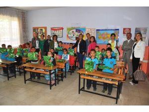 Ödemiş'te Minik Öğrencilere 23 Nisan Paketi