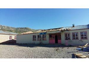 Şiddetli Fırtına Okulun Çatısını Uçurdu